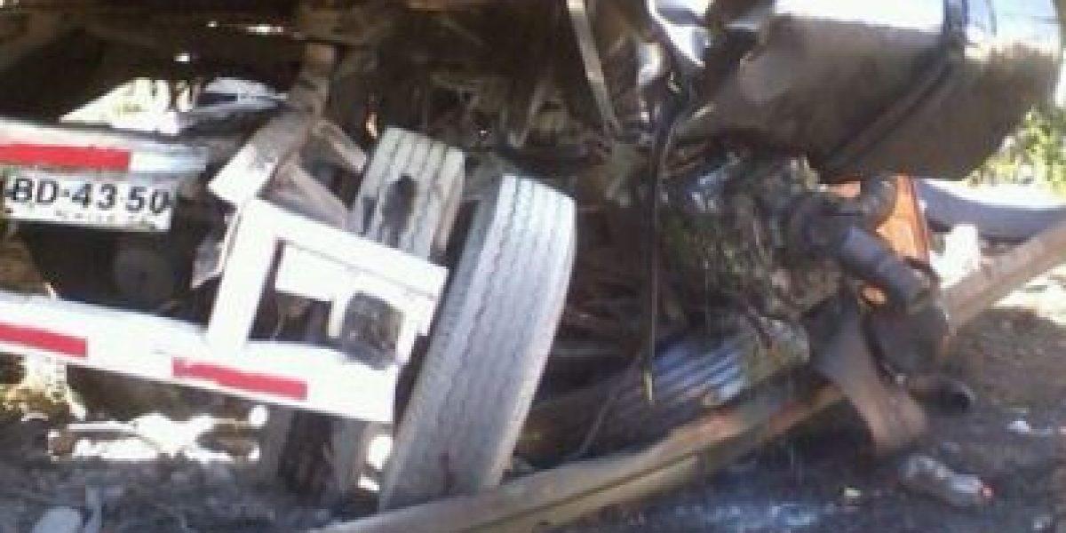 FOTOS: Camión protagonizó grave accidente en Autopista del Sol