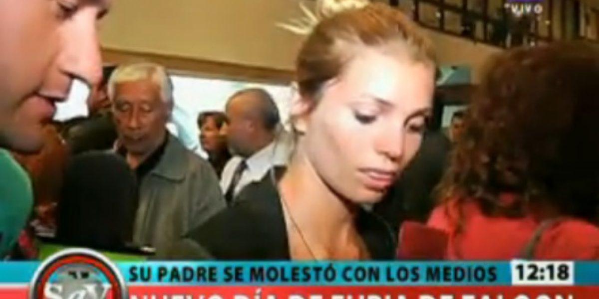 Padre de Faloon agredió a la prensa en el aeropuerto