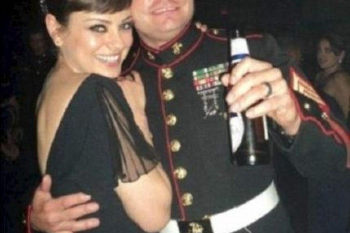 Mila Kunis aceptó la invitación del sargento Scott Moore en 2011 Foto:Mila Kunis / Mail Online. Imagen Por: