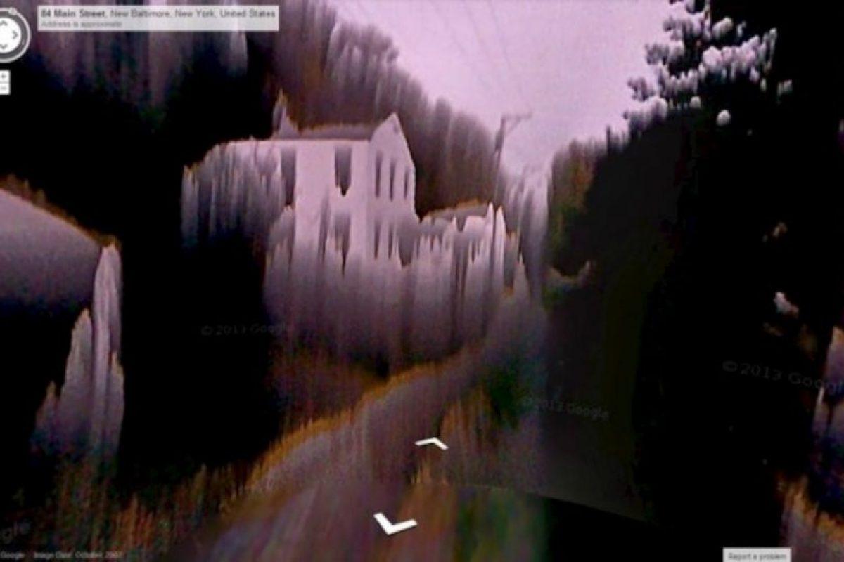 Suponemos que es un error de la cámara, pero de no serlo, debe ser el lugar más escalofriante del mundo. Foto:Google Street View. Imagen Por: