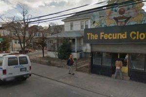 En la entrada de una tienda para payasos Foto:Google Street View. Imagen Por: