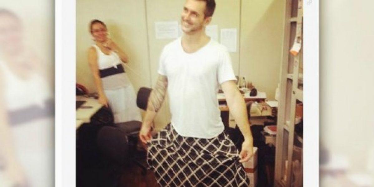 Trabajador quiso evitar el calor yendo a la oficina con falda