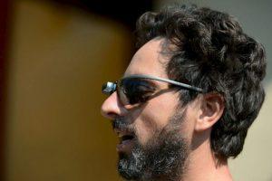 Sergey Brin, co fundador de Google, utiliza un prototipo de Google Glasses para sol. Foto:Getty Images. Imagen Por: