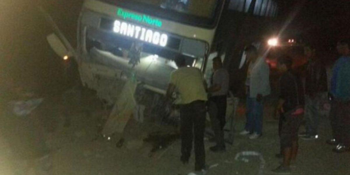 Un muerto y veinte heridos dejó accidente entre un bus y una camioneta en la II Región