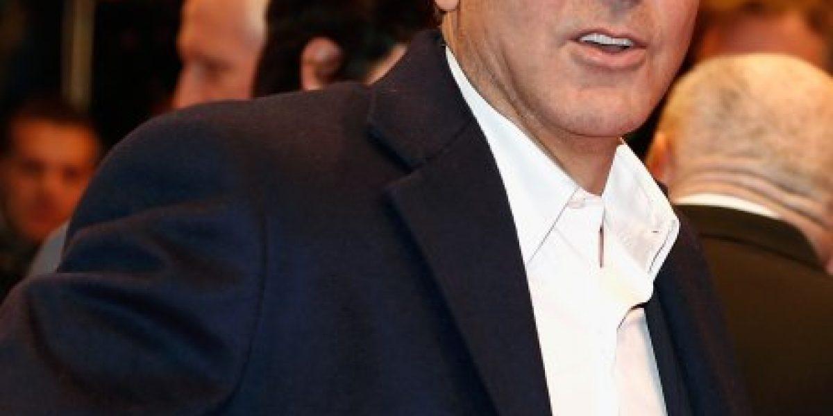 Clooney exhibe sus encantos y su compromiso político en la