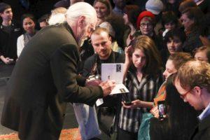 Scott Wilson conviviendo con fans. Foto:Getty image. Imagen Por: