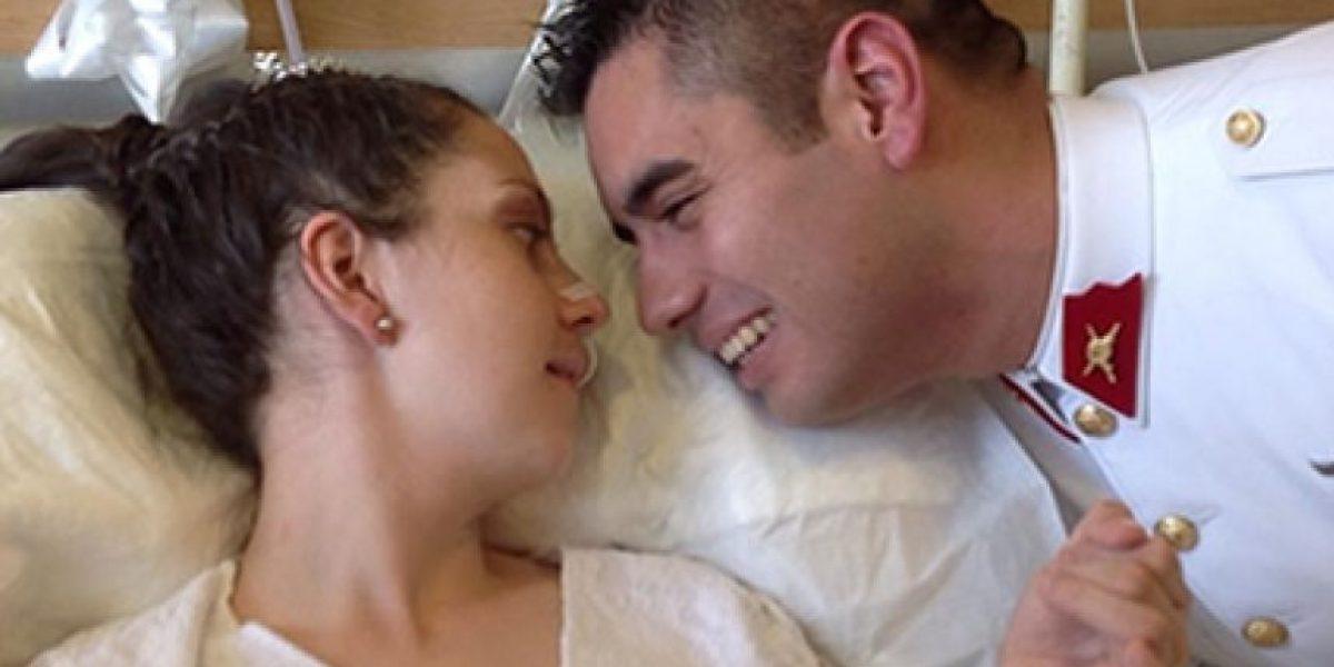 Amor a prueba de todo: Pareja de uniformados se casó en el Hospital Militar de Santiago