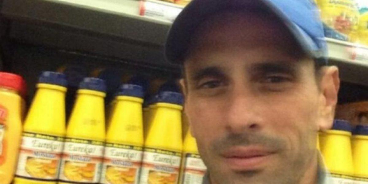 Henrique Capriles recorre un supermercado y toma unas