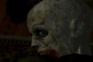 """El primer zombie del videojuego """"Resident Evil 1"""". Es simplemente épico. Todos lo fanáticos de la saga saben que es el primer cara a cara en la mansión con un muerto que camina. Foto:Youtube image. Imagen Por:"""