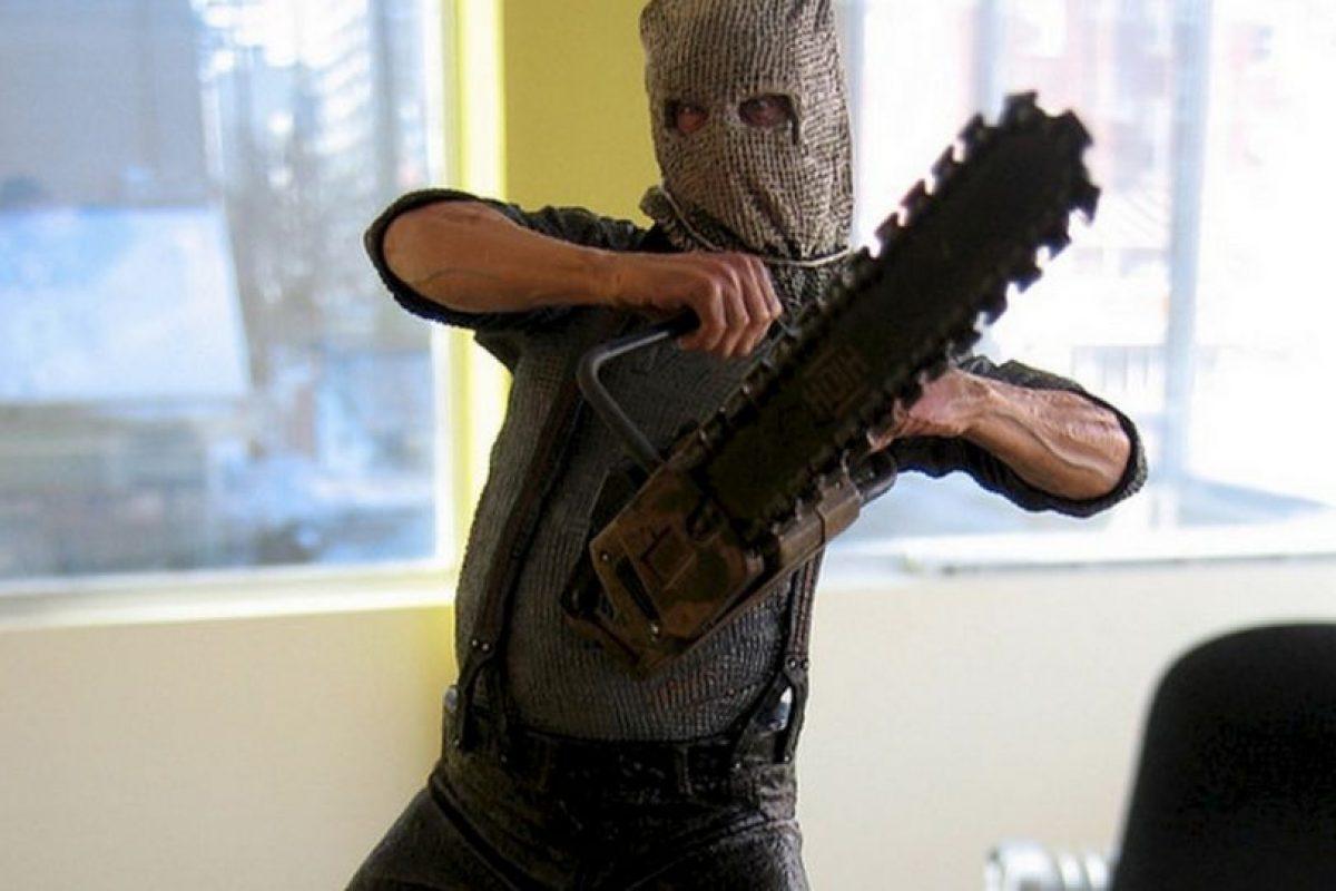 """Chainsaw, o mejor conocido como el hombre de la motosierra en """"Resident Evil 4"""", sigue siendo motivo de escalofríos en los gamers. Estar muy tranquilo caminando con Leon S. Kennedy y a lo lejos escuchar la motosierra nos dan ganas de volver a jugar. Foto:Wikimedia image. Imagen Por:"""