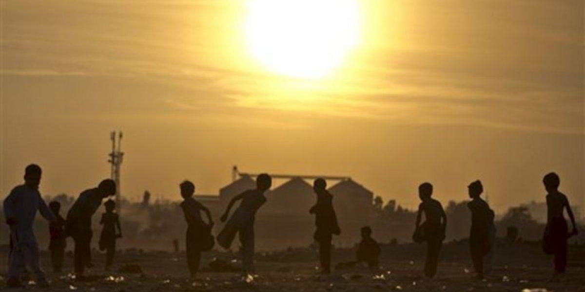 Imágenes que retratan la dura vida de los niños en los campos de refugiados de Pakistán