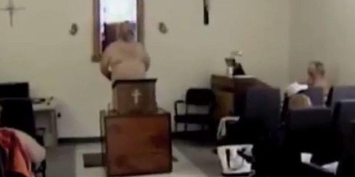 [FOTOS] Polémica en EE.UU por pastor de una iglesia que invita a los fieles a desnudarse