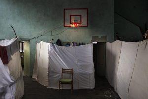 Fotografía realizada por el fotógrafo italiano Alessandro Penso, de Onoffpicture, que ha ganado el primer premio en la categoría de Temas de Actualidad de la 57ª edición del World Press Photo. Esta fotografía muestra un alojamiento temporal acondicionado para los refugiados sirios en Sofía (Bulgaria). Foto:EFE. Imagen Por: