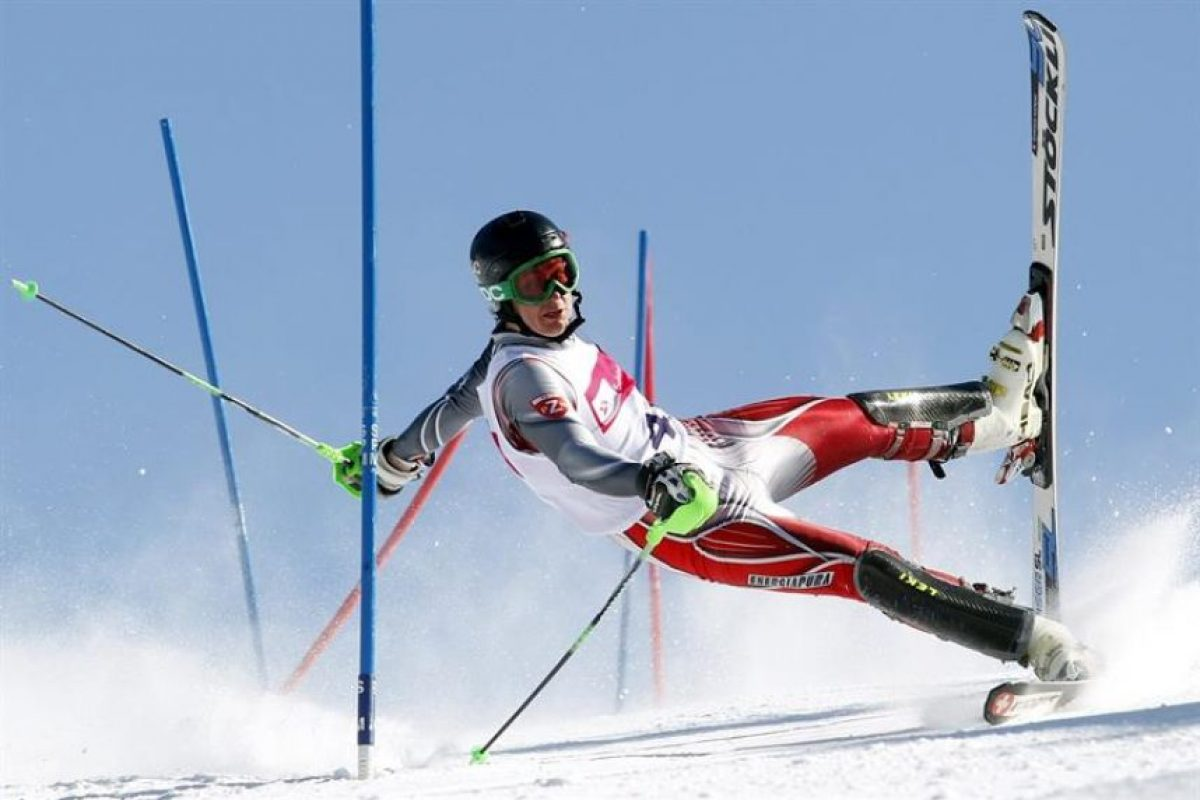 Fotografía realizada por el polaco Andrzej Grygiel, de la agencia polaca de noticias PAP, que ha ganado el segundo premio en la categoría Deportes y fotografías de acción de la 57ª edición del World Press Photo. Esta fotografía muestra a un participante en el Campeonato Internacional de Esquí, en Szczyrk (Polonia), el 24 de marzo de 2013. Foto:EFE. Imagen Por: