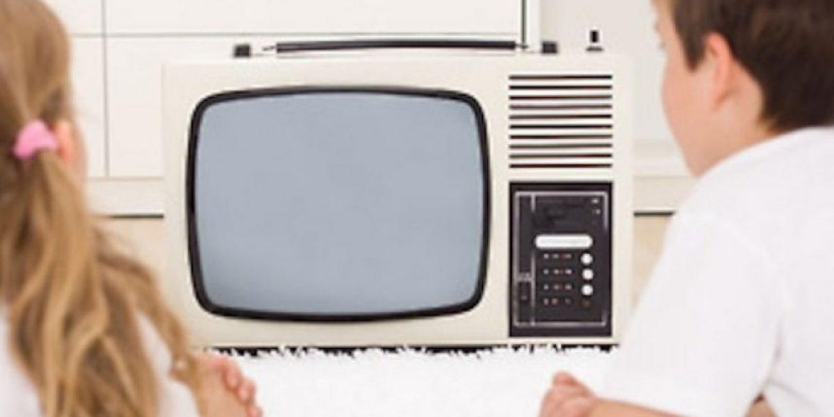 Pasar más de dos horas frente al televisor entorpece el desarrollo mental de los niños, revela estudio