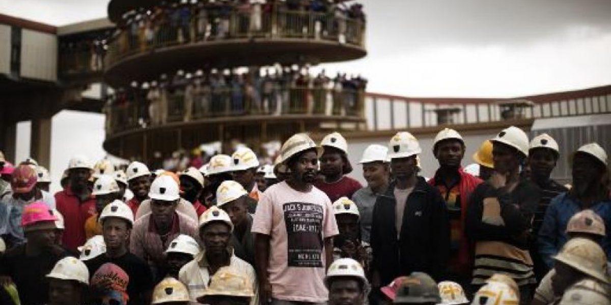 Unos 200 mineros quedaron atrapados en una mina abandonada en Sudáfrica