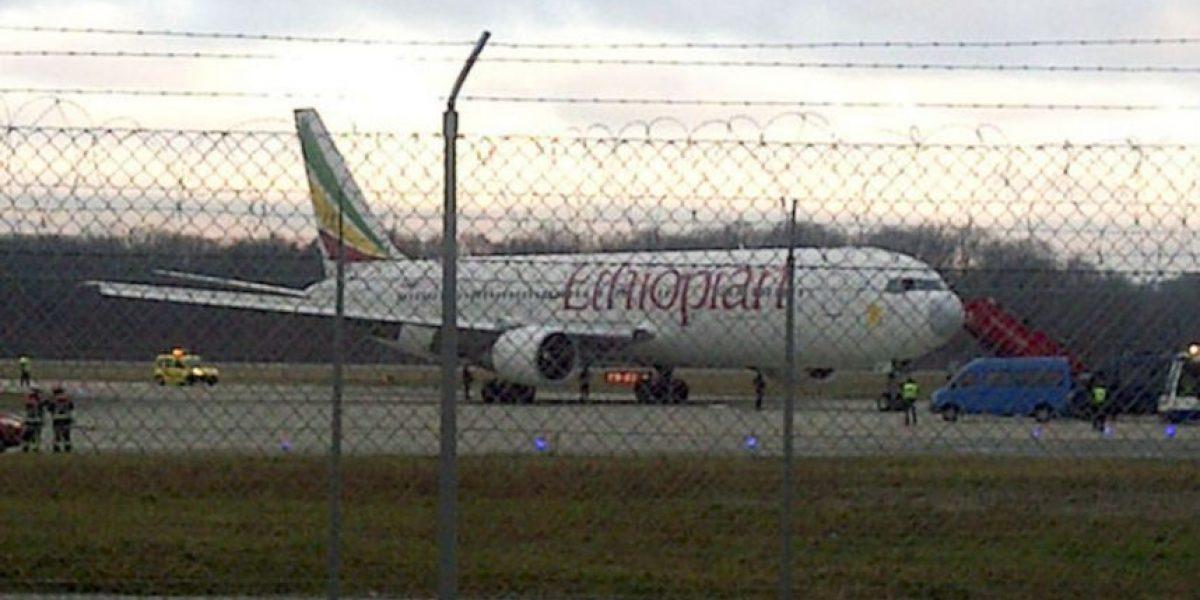 GALERÍA: Copiloto secuestra avión para pedir asilo político