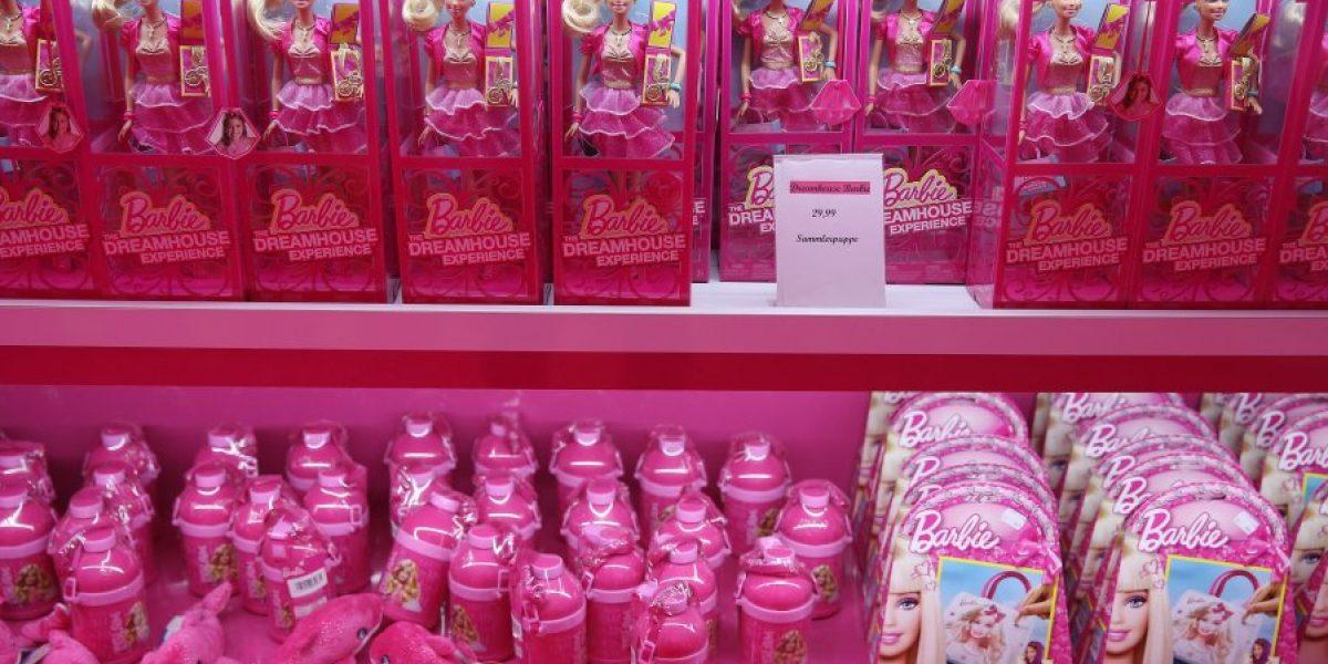 La muñeca Barbie en el centro de críticas por promocionar trajes de baño