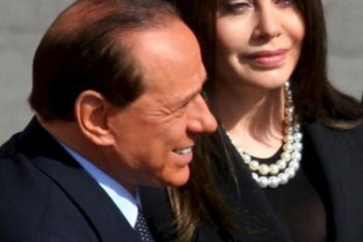 Silvio Berlusconi con su ex esposa Verónica Lario Foto:Getty images. Imagen Por: