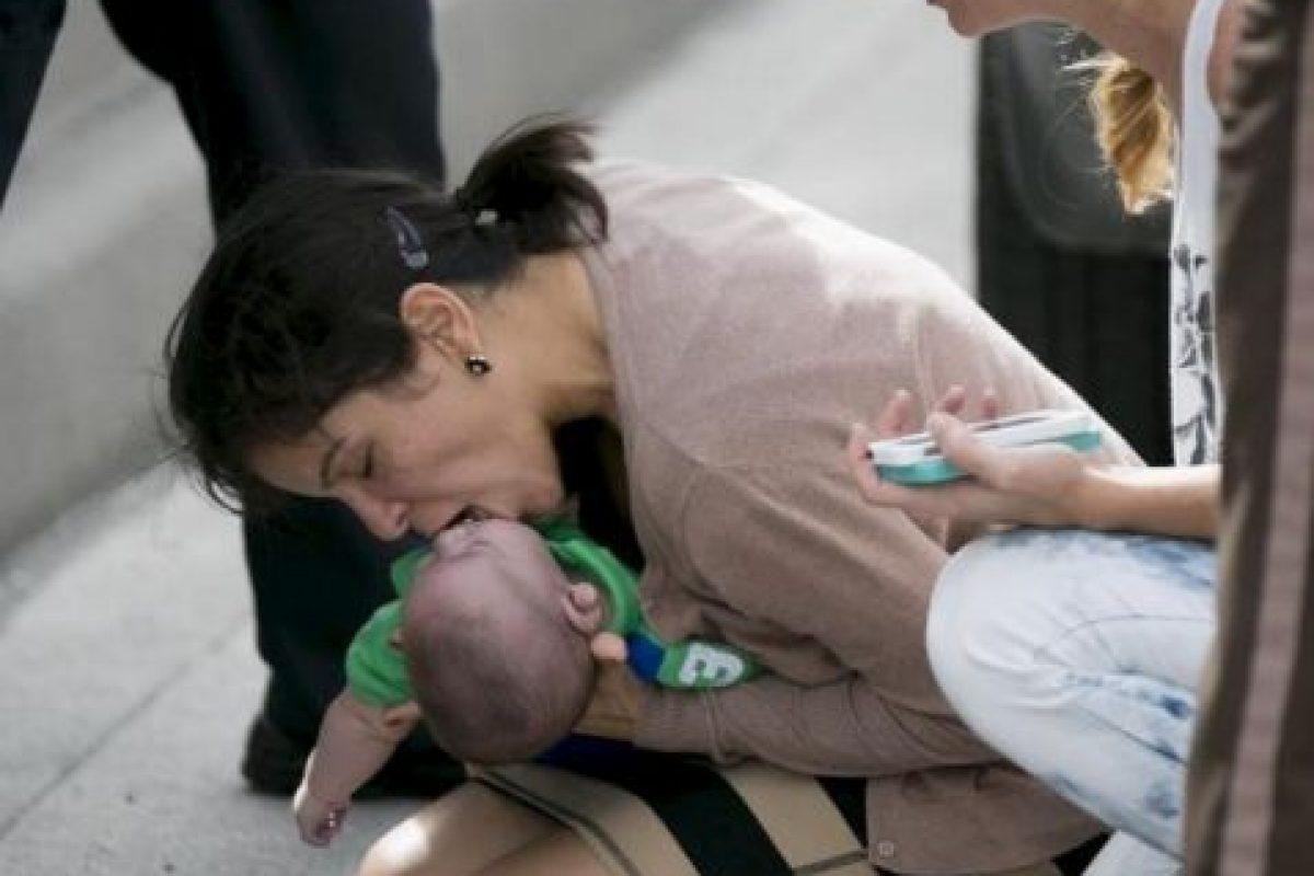 Pamela Rauseo intenta revivir a su sobrino Foto:AP. Imagen Por: