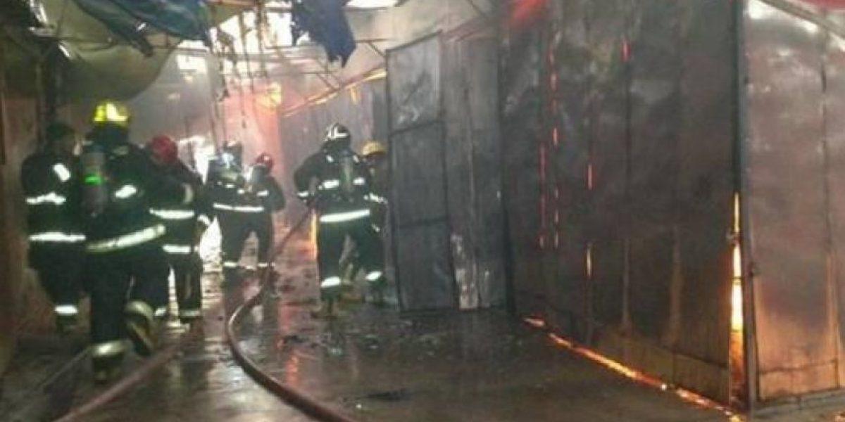 Cuatro locales destruidos por incendio en Terminal Agro de Alto Hospicio