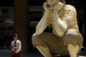 Siempre pensativo en una escultura situada en Colombia. Foto:AFP. Imagen Por: