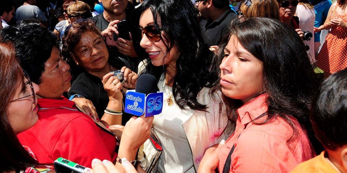 Con beso anticipado Rafa Araneda y Carola de Moras animaron Gala Vecinal