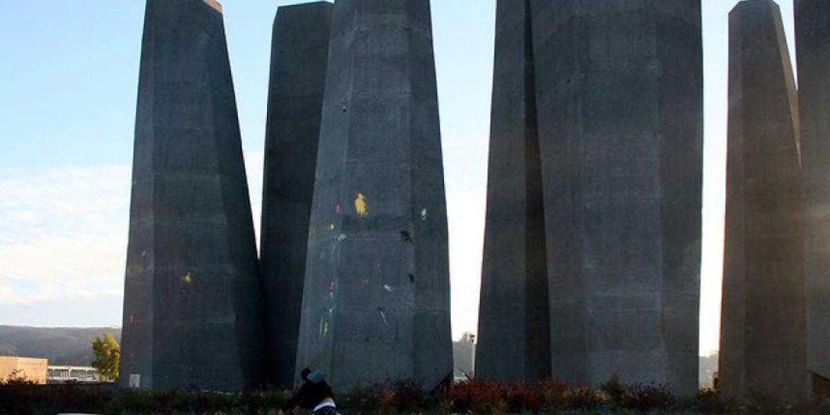 Nuevamente memorial del 27/F es atacado con pintura