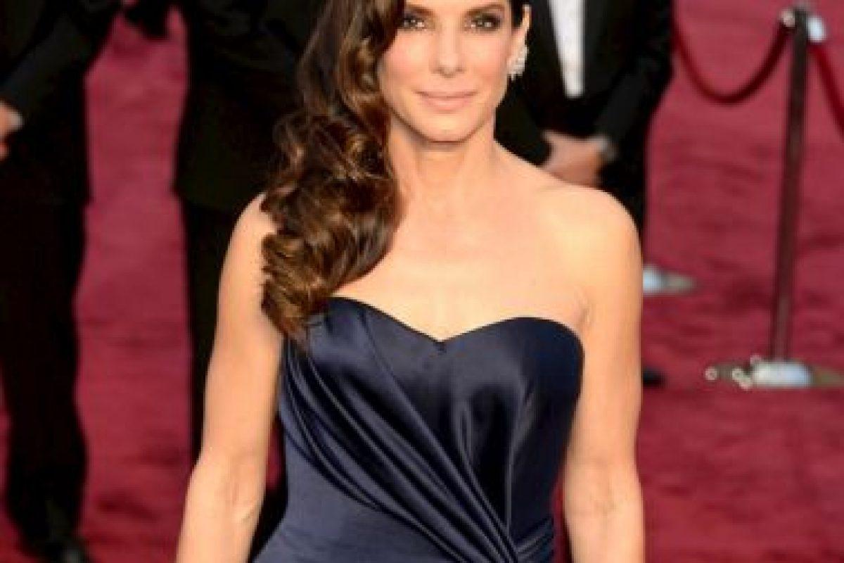 La actriz Sandra Bullock tiene un hijo adoptivo, Louis Bardo. Foto:Getty. Imagen Por: