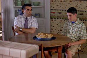 5. Jim y el pie de manzana en 'American Pie'. Foto: Universal. Imagen Por: