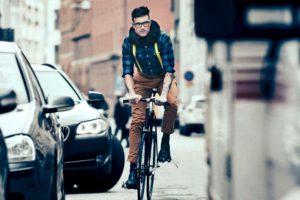 Haupt y Alstin estudiaron por años los distintos traumas de accidentes en bicicleta para poder desarrollar un sistema que ofreciera mayor protección sin ser estorboso para el usuario. Foto:Facebook. Imagen Por:
