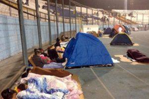 Cientos de personas tuvieron que ser evacuadas de sus hogares ante el inmim¡nente tsunami Foto:AFP. Imagen Por: