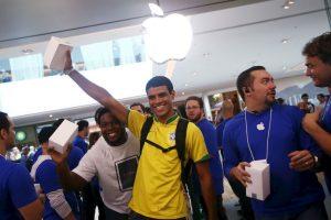 Cliente en la inauguración de una tienda Apple en Brasil. Foto:Getty. Imagen Por: