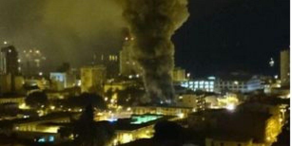Feroz incendio afectó al Club de Suboficiales de la Armada en Valparaíso