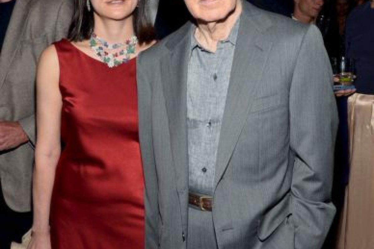 Allen engañó a Mia Farrow con la hija adoptiva de ésta con el músico André Previn. Cuando ella lo descubrió pidió el divorcio. Él respondió casándose con su hijastra. Foto:Getty. Imagen Por: