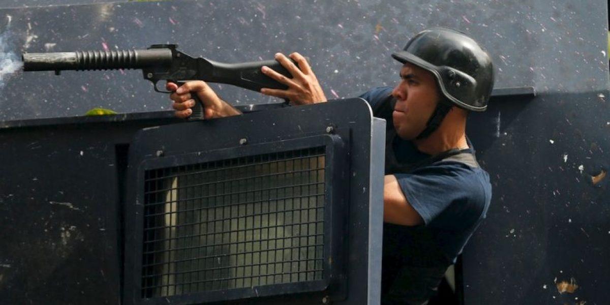 Violentos enfrentamientos en marcha a favor de diputada destituida en Venezuela