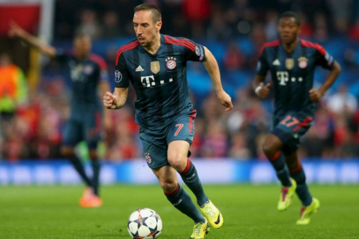 Regalo su playera a un aficionado que saltó a la cancha Foto:Getty Images. Imagen Por: