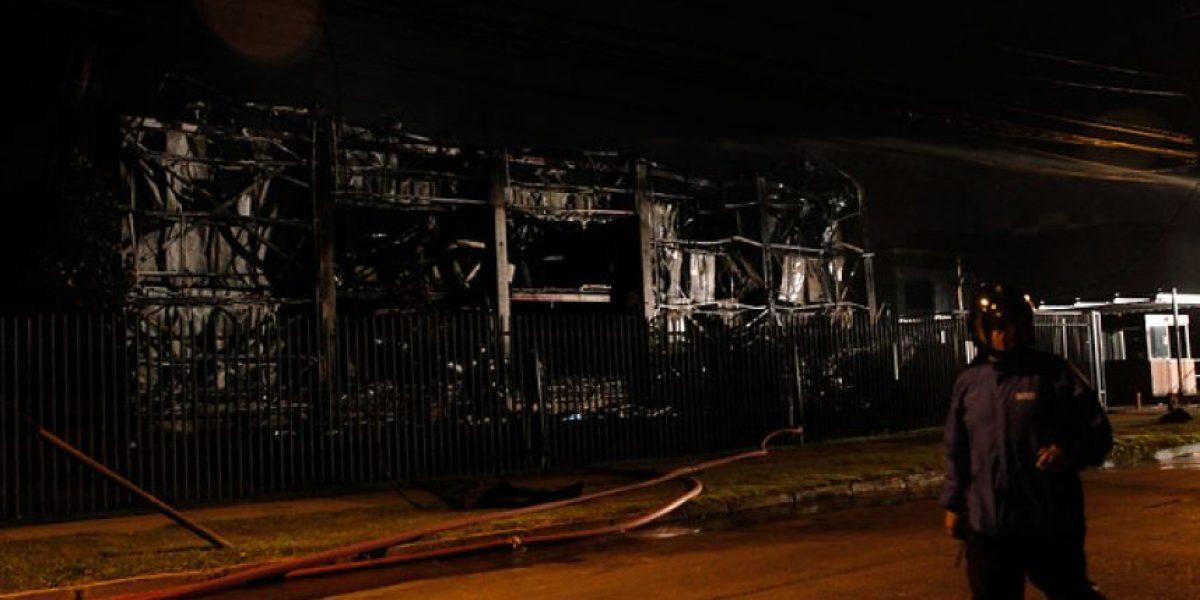 Incendio destruyó empresa de productos aromáticos en Cerrillos