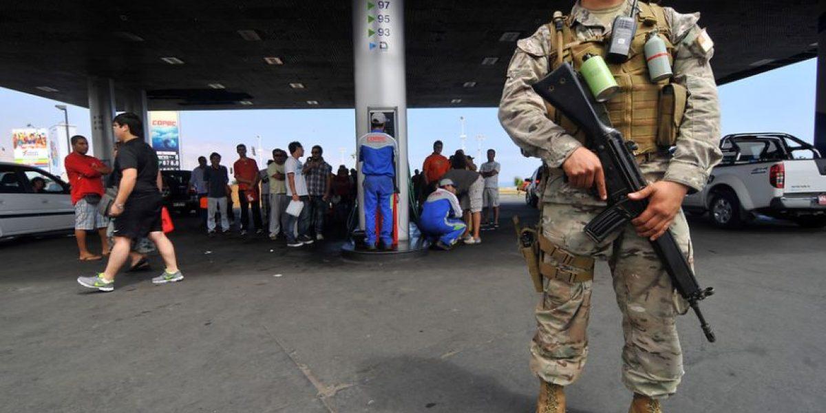 [FOTOS] Militares custodian venta de bencina y supermercados en Iquique
