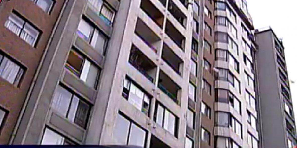 Muere niño de un año tras caer desde el piso 16 de un edificio en Santiago centro