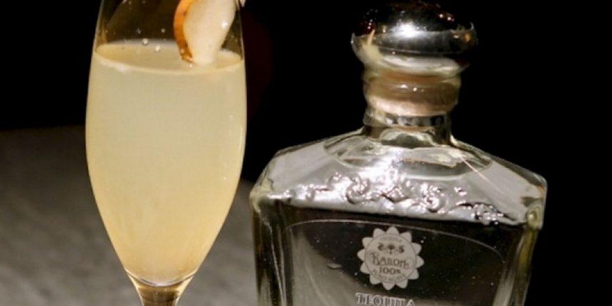 Mexicano impone Recórd Guinness por la degustación más grande de tequila