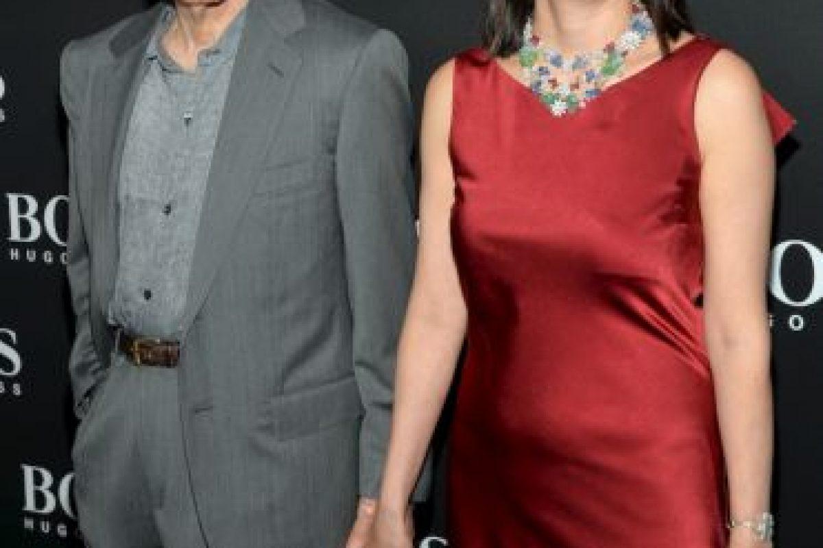 Woody Allen, de 78 años, dejó a su esposa Mia Farrow para comenzar una vida con su hijastra, Soon-Yi, de 43 años. La pareja se casó en 1997. Foto:Getty. Imagen Por: