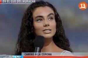 """""""Si quedasen dos personas en el mundo para repoblar la Tierra, escogería a la Madre Teresa y al papa Juan Pablo II"""", dijo Carolina Zúñiga en Miss Chile, en 2001. Lástima, muchos hubiesen pagado por ver. Foto: Captura de pantalla. Imagen Por:"""