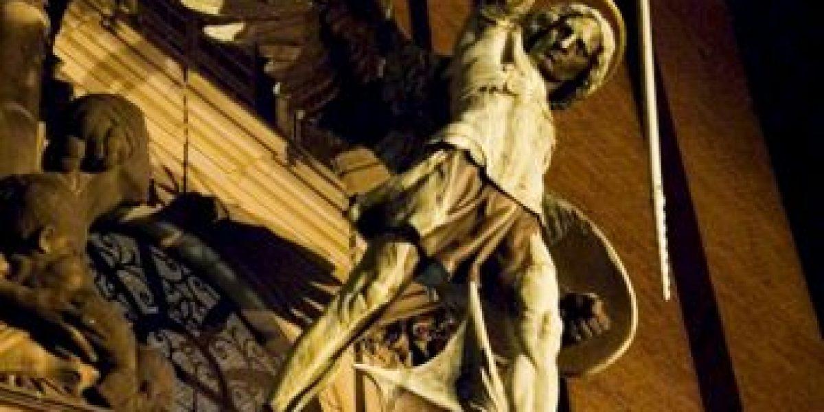 Descubren tatuaje del arcángel Miguel en el muslo de una momia