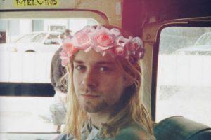 selic, integrante de Nirvana, Polly fue escrita por Cobain, después de que leyó un artículo en la prensa sobre el secuestro, la tortura y violación de una niña de 14 años, que iba de camino a casa después de un concierto Foto:Tumbrl. Imagen Por: