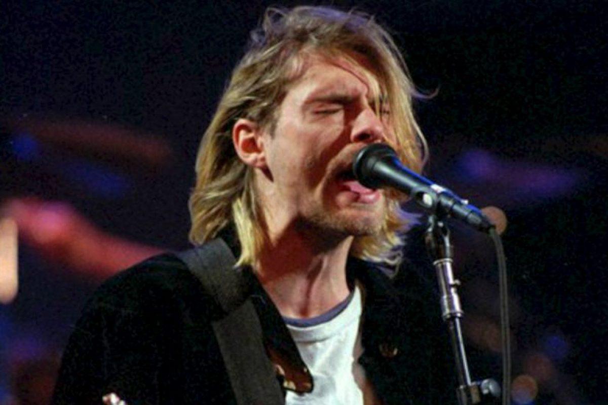 """6.- Rape me. Kurt Cobain dijo en 1993 al respecto de esta canción, que trataba de incitar, """"viólame, adelante, voy a sobrevivir y yo te voy a violar un día de estos y ni siquiera te darás cuenta que te sucedió"""", explicó el cantante. Foto:AP. Imagen Por:"""