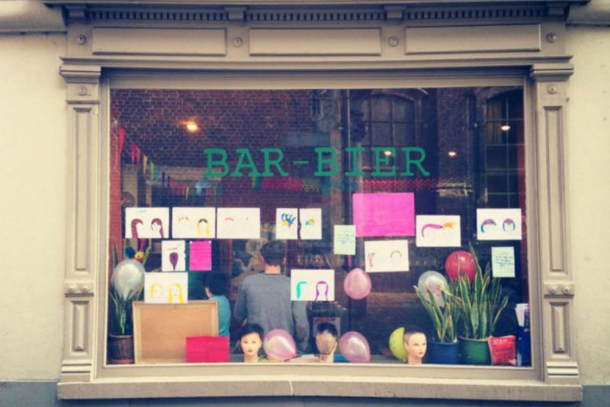 Haircuts by Children se ha asociado con diferentes salones que apoyan a la educación de los niños. Foto:Facebook. Imagen Por: