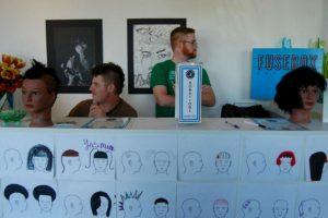 Haircuts by Children apoya a los niños asociandonse con distintos salones de belleza donde pueden trabajar. Foto:Facebook. Imagen Por: