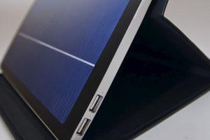 Solartab: Un cargador que funciona con un panel solar Foto:Kickstarter. Imagen Por: