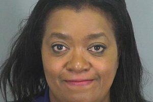 Angela Timmons envió un mensaje a su hija diciéndole que había una masacre en la escuela donde trabajaba. La hija llamó a la policía. La mujer fue arrestada cuando se reveló que se trataba de una broma. Foto:Spartanburg Sheriff's Office. Imagen Por: